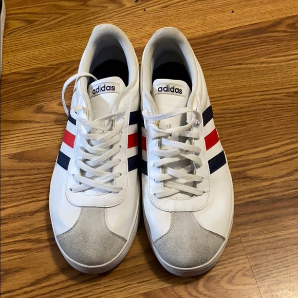 I'm selling these adidas classic shoes